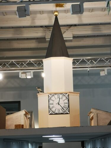 Nowy zegar na miejskiej wieży w Regionalnej Izbie Pamięci